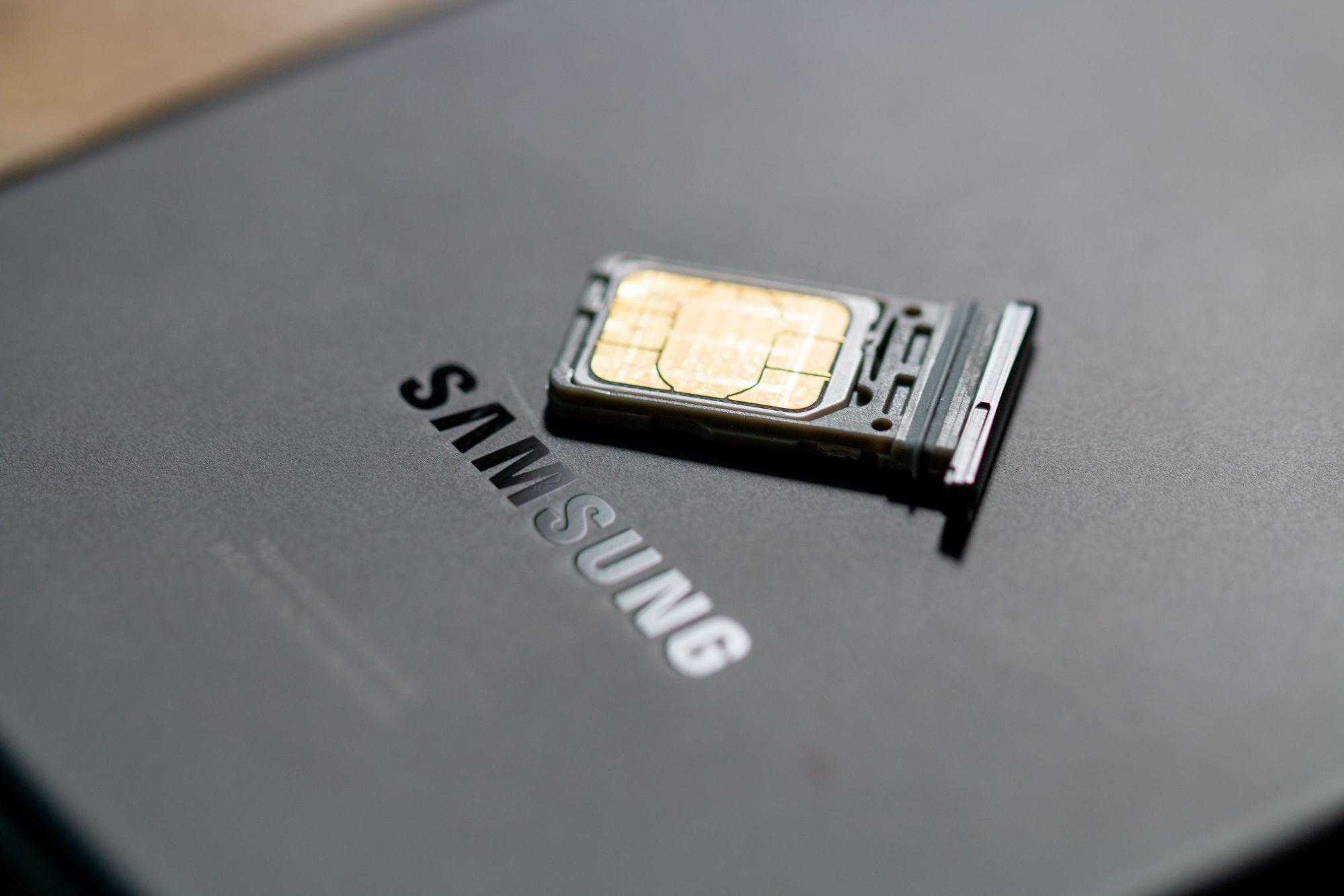 Insertar y quitar la tarjeta SIM del Samsung Galaxy S21